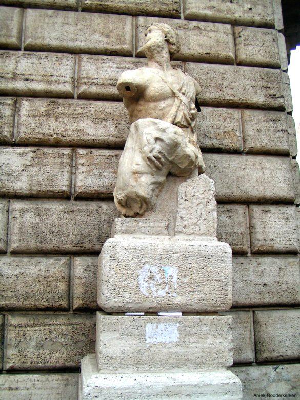 Sprekend standbeeld Pasquino in Rome