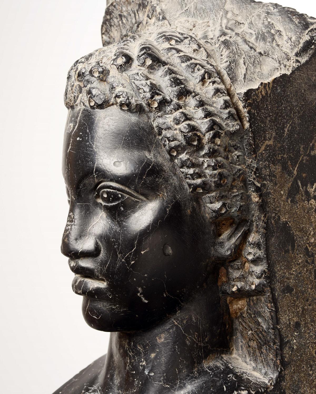 Herme met afbeelding van een Afrikaanse jongeling, Leisteen, 2de eeuw na Chr, Musée national du Bardo, Tunesië. Foto: Rijksmuseum van Oudheden.