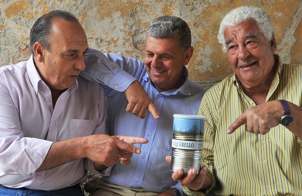 """Piero Rondolino met Gennaro Contaldo en Antonio Carluccio, tijdens de opnames voor de BBC serie """"Two greedy Italians"""""""