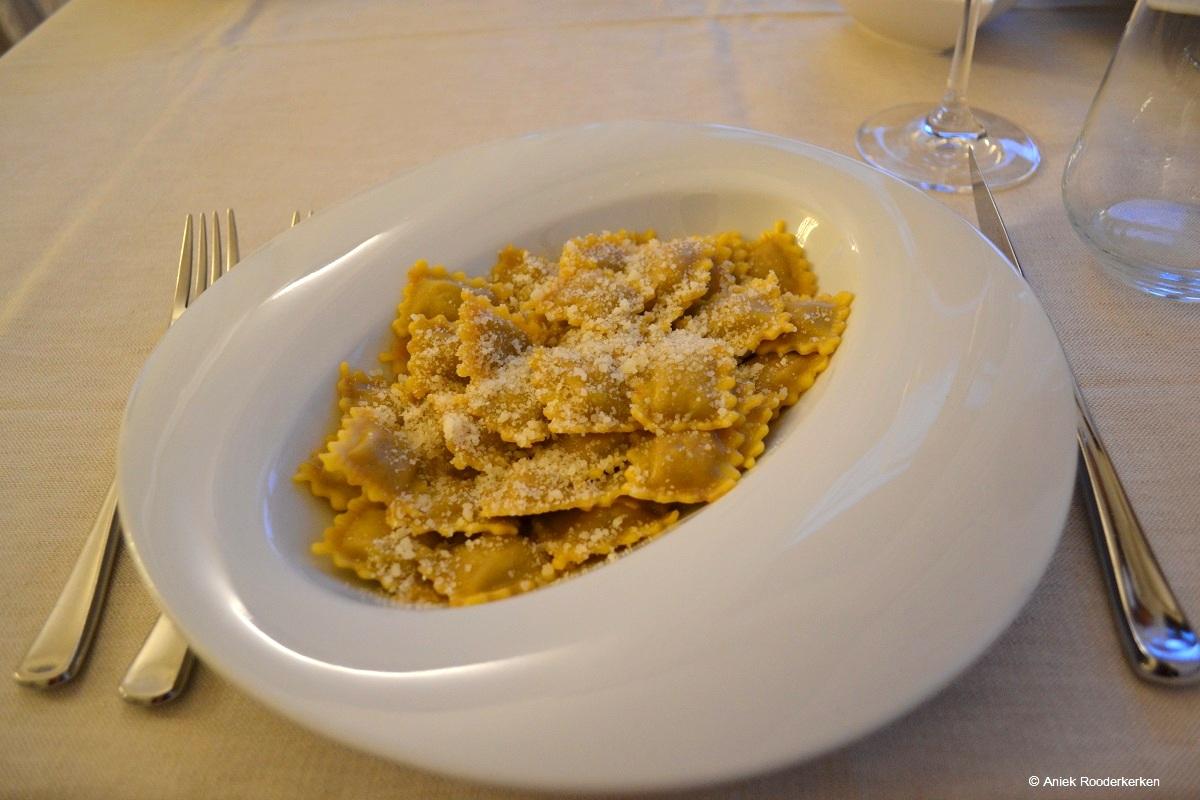 Met vlees gevulde ravioli