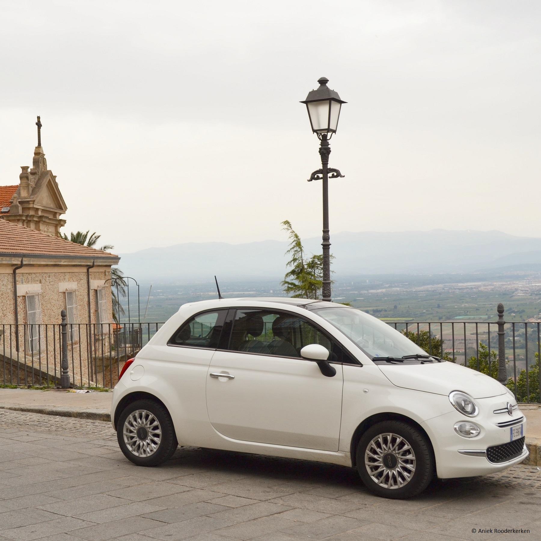 Onze Fiat 500 huurauto in Nicotera
