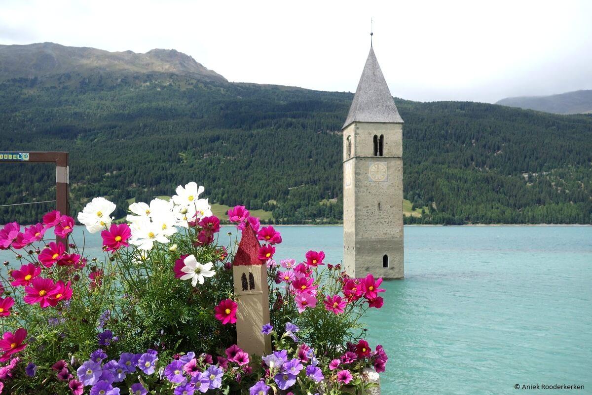 Kerkje in het Reschenmeer