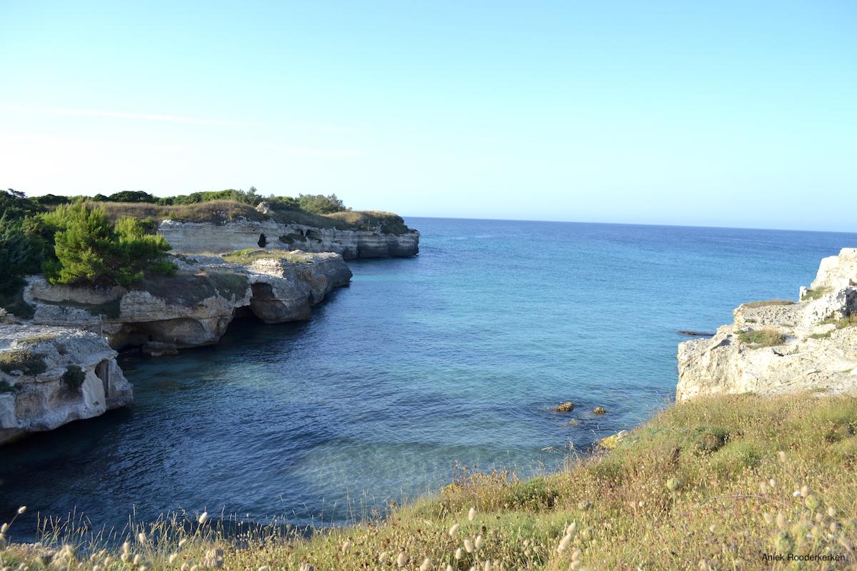 De kustlijn van Salento vlakbij de grotten