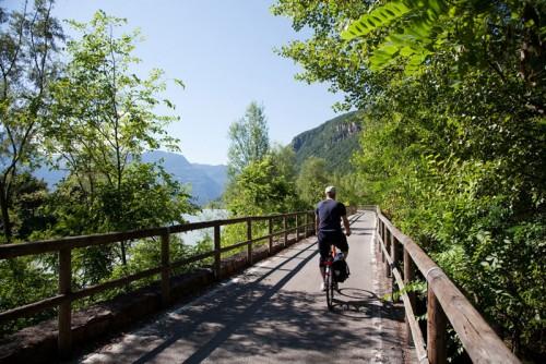 Fietsen in Zuid-Tirol, Italie: net buiten Bolzano. Foto justliketotravel.nl