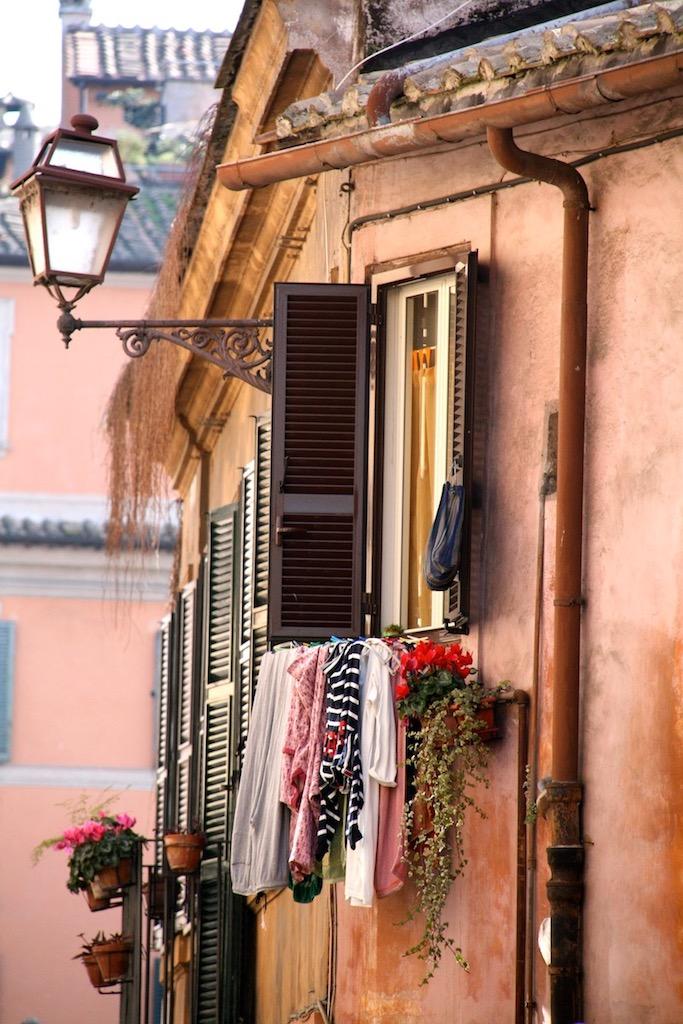 Klein straatje in Trastevere, foto Laura Vlaanderen