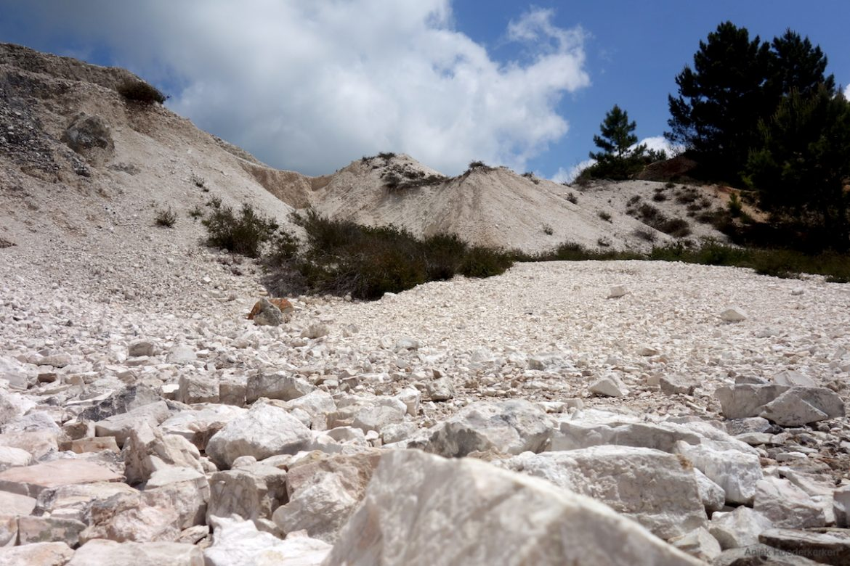 Hike door een geothermisch gebied