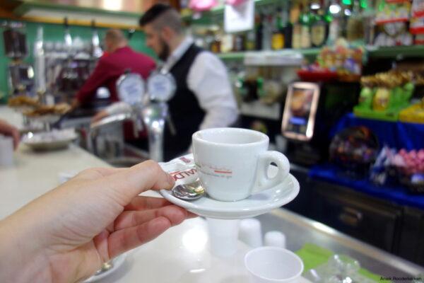 Sfogliatella en caffè in Napels