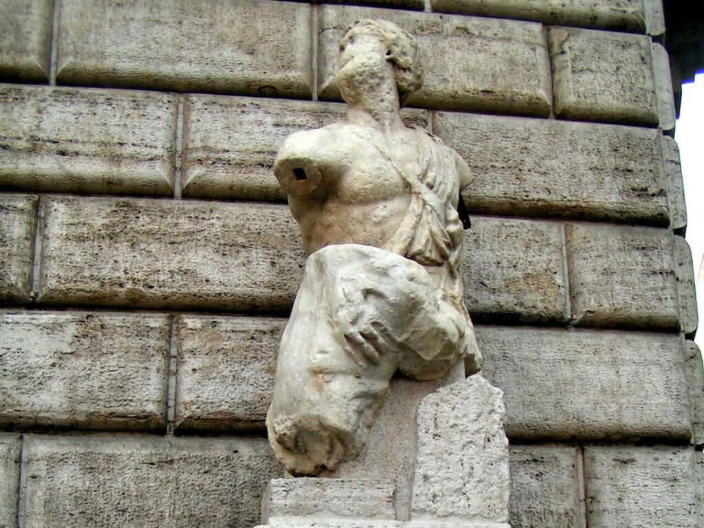 Ontmoet Pasquino, een Rome's pratende standbeelden