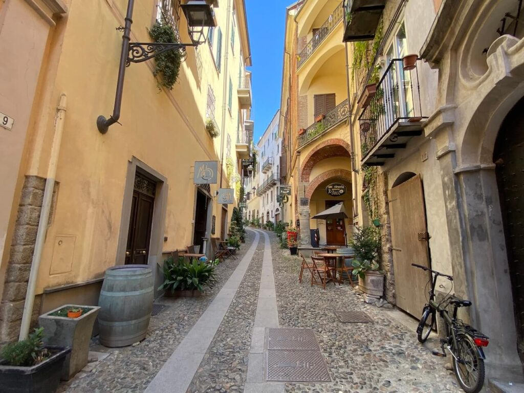 Fotogeniek straatje in Acqui Terme
